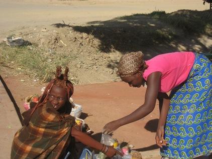 Himba no mercado de rua