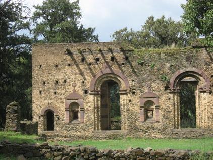 Ruinas proximas da igreja