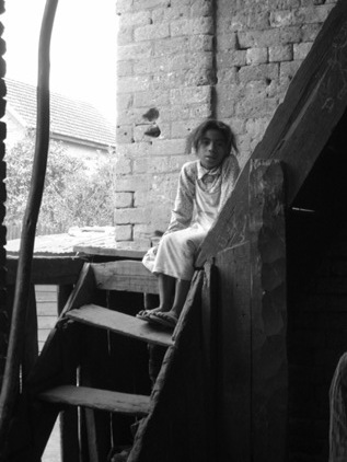 Menina na escada