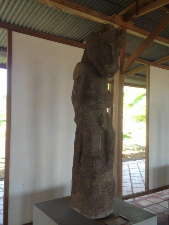 Deuses de pedra dos antigos abitantes da região