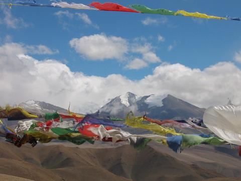 Bandeiras de orações e os Himalaias