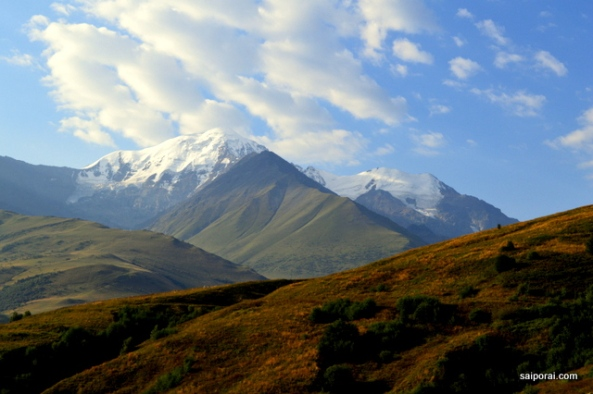 Monte Kazbegi visto do lado osseta-russo da fronteira
