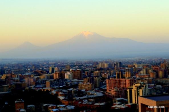 Erevan com o Mt Ararat ao fundo