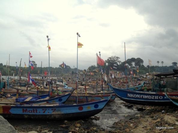 Barcos de pesca em Akwiida