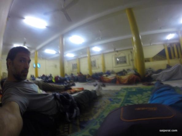 Dormindo na estação de ônibus de Niamey