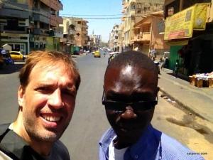 Explorando o centro de Dakar com meu amigo Bachir