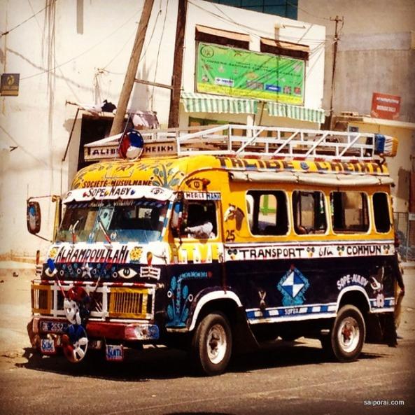 Onibus coloridos de Dakar