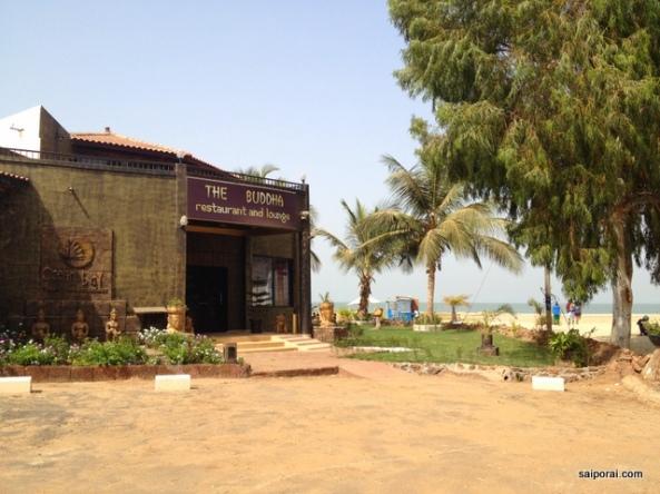 Praias e restaurantes só para estrangeiros