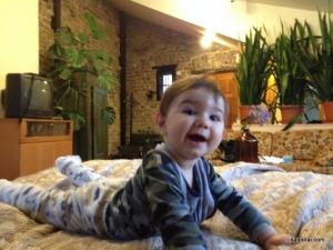Gabriel feliz no nosso quarto